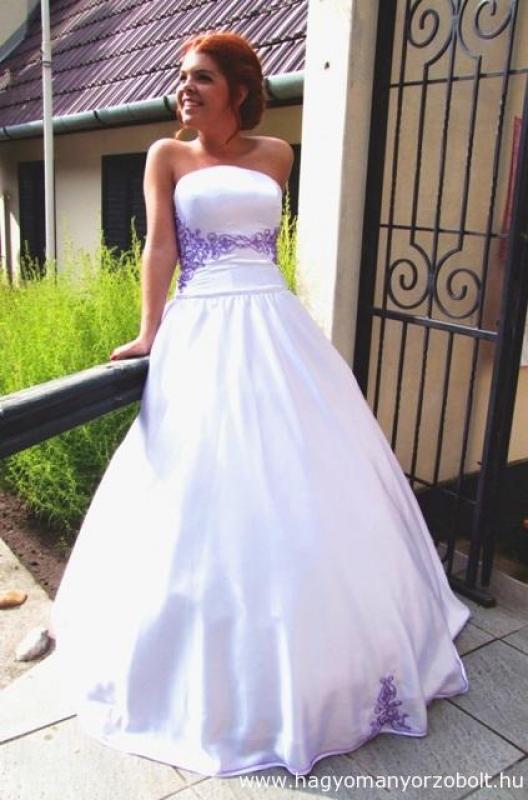 1537d1149f Zsinóros díszítésű menyasszonyi ruha