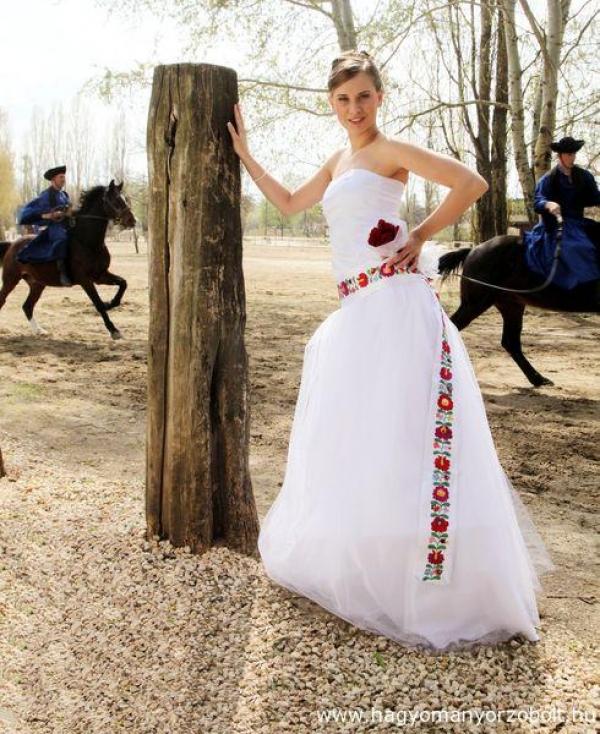 ef5d0a81ee Menyasszonyi ruha matyó hímzéssel