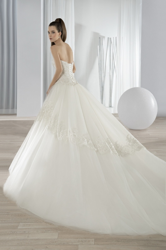 32bfad591a Menyasszonyi ruha Demetrios 647