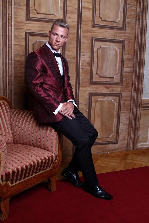 ülés bordó férfi